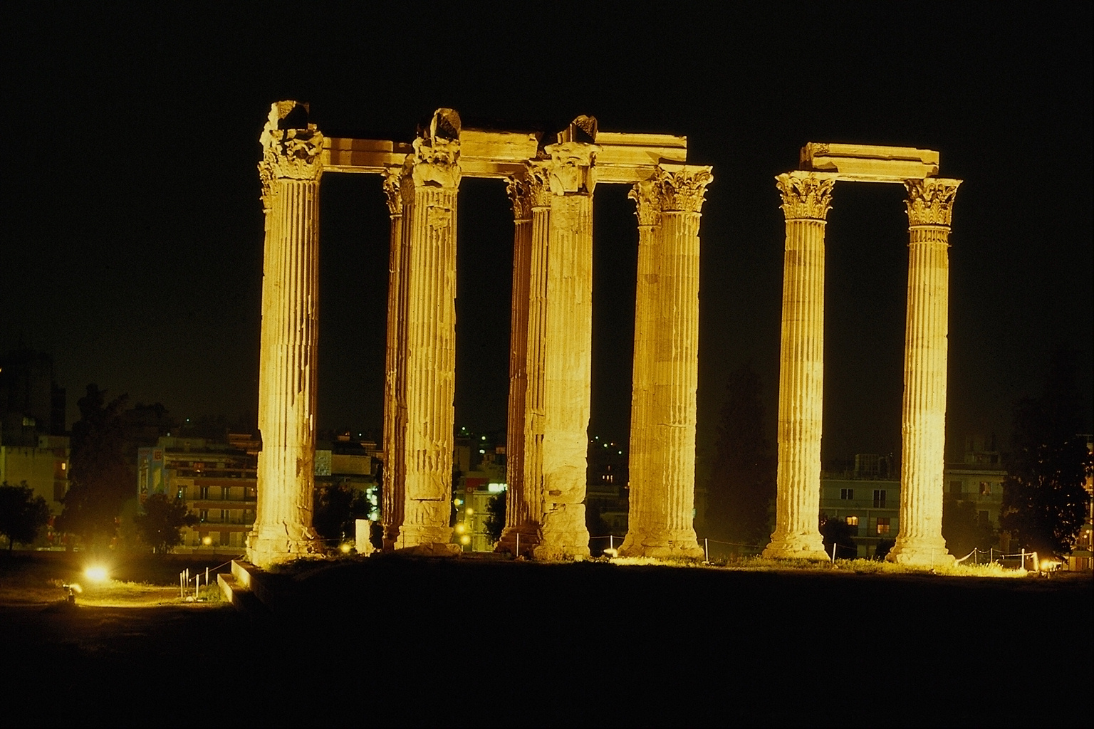 Historic Ruins of night 1536 x 1024