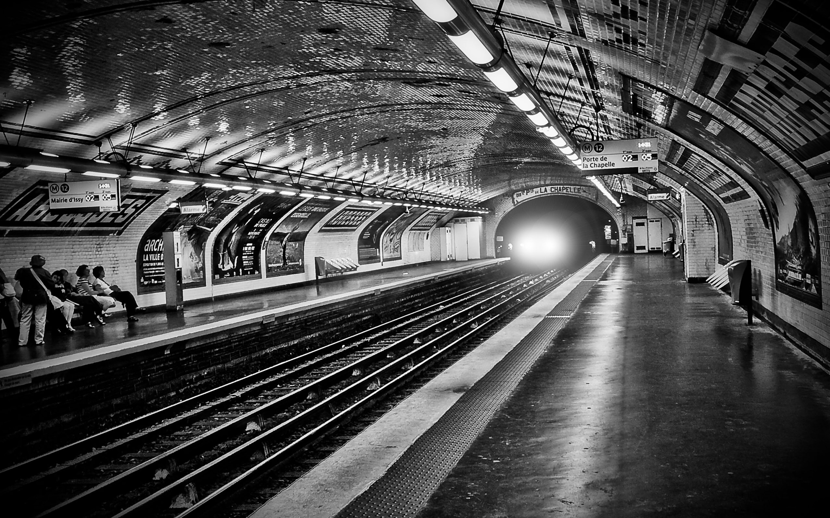 Paris Metro 2880x1800 Picture Photo