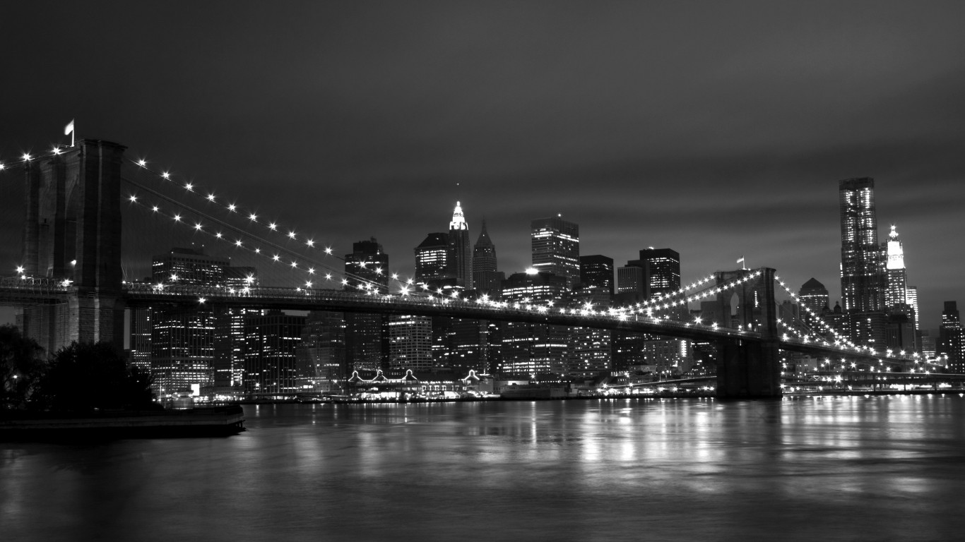 New York Black White 1366x768