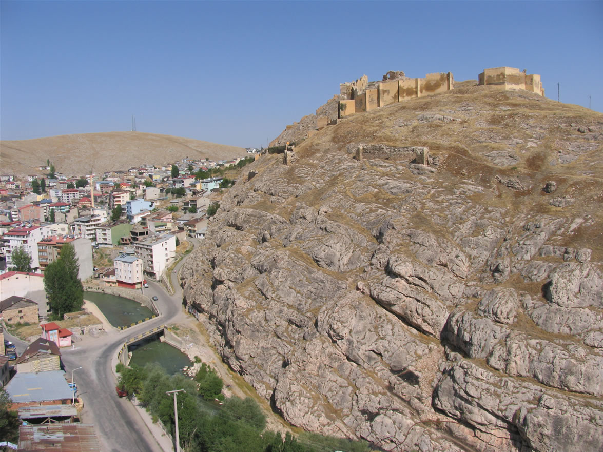 bayburt castle road 1175 x 881