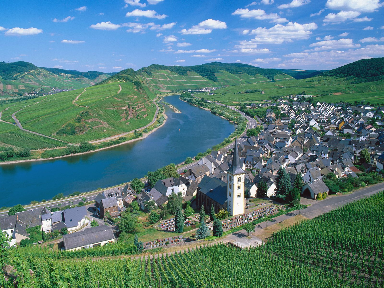 City of Bremm and Moselle River 1600 x 1200