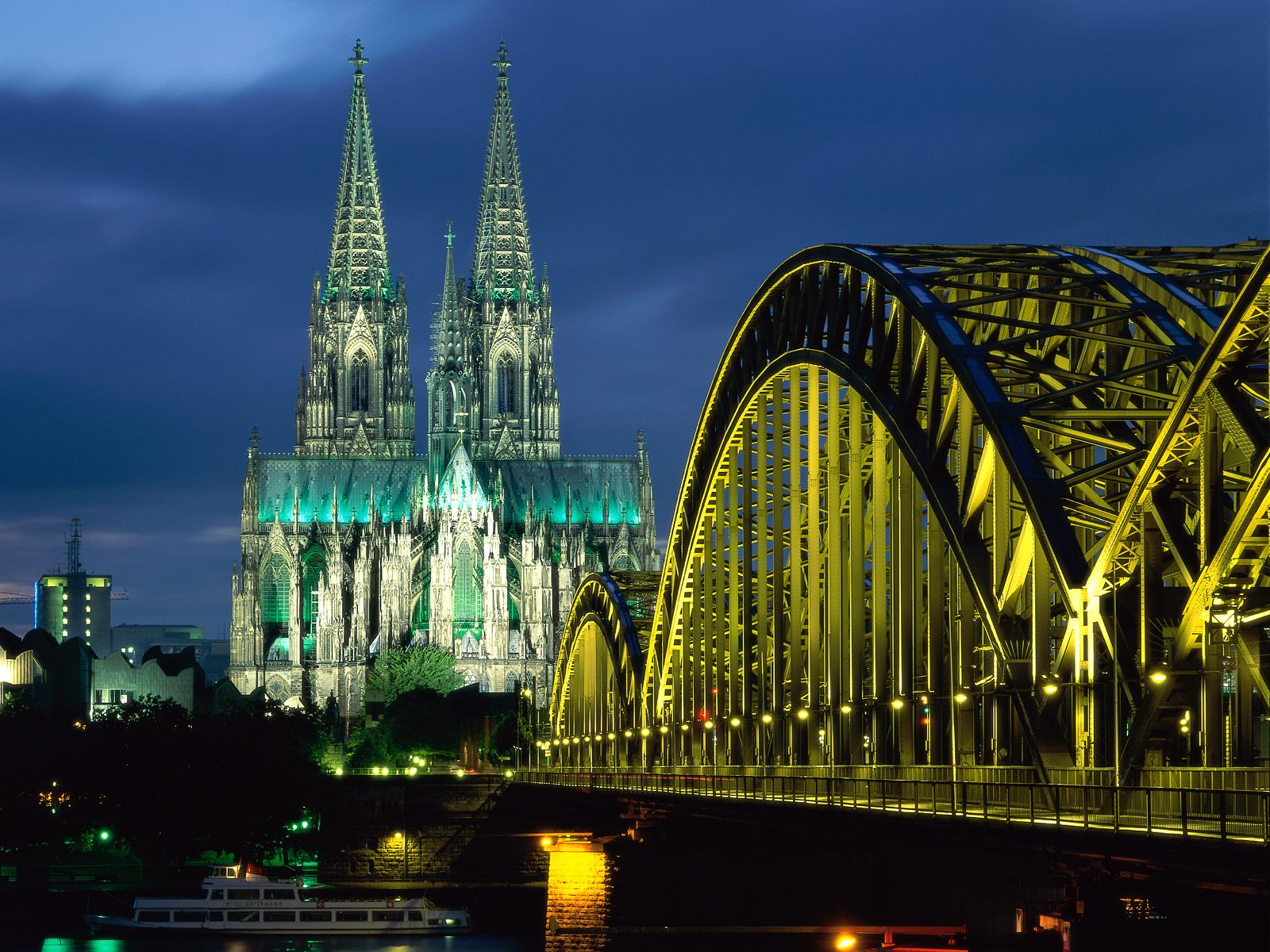 Cologne Cathedral and Hohenzollern Bridge Cologne 1600 x 1200