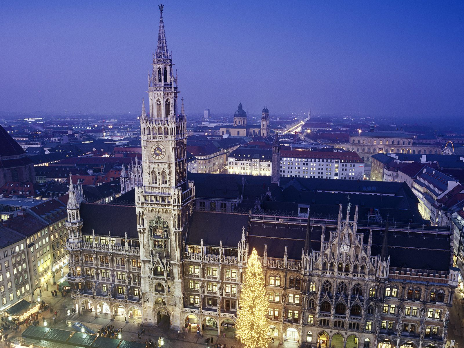 New Town Hall Munich 1600 x 1200