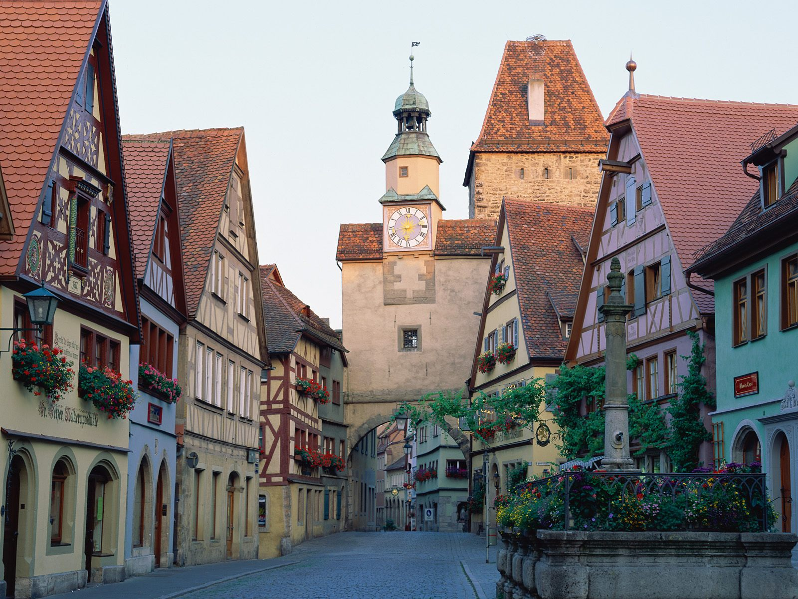 Rothenburg ob der Tauber Bavaria 1600 x 1200